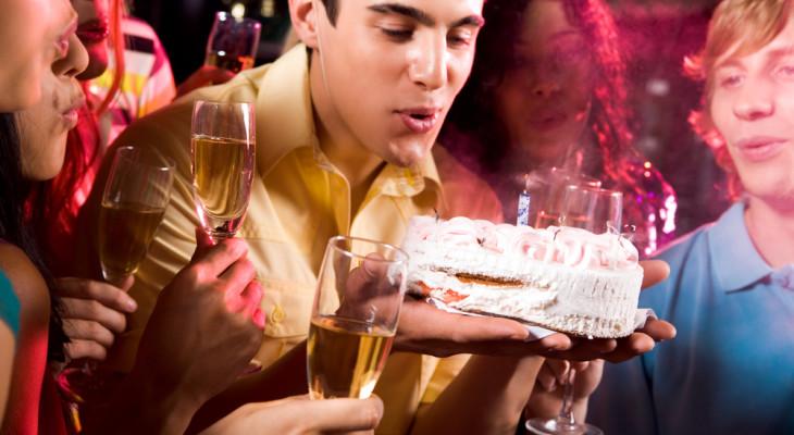 Что подарить другу на день рождения 25 лет?