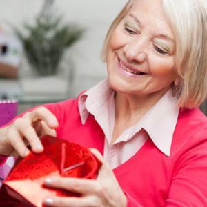 Подарок для мамы на 75-летний юбилей — 35 идей