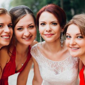 Подарок для подруги на свадьбу — 60 идей