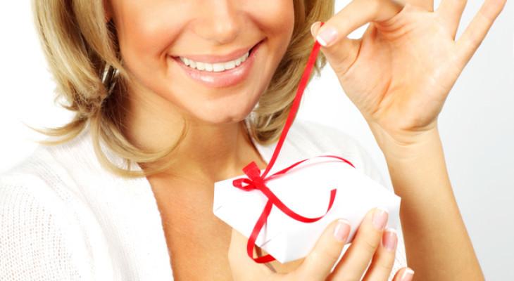 Подарок для женщины на 30-летие — 75 идей