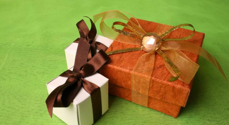 Что подарить на седьмую годовщину свадьбы?