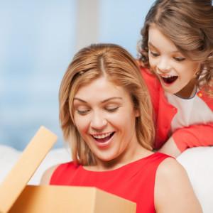 Как правильно выбрать подарок на день матери?