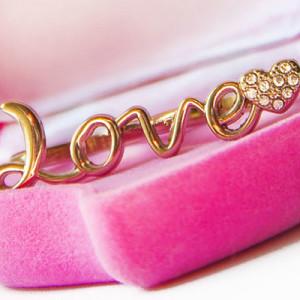 Какой подарок подарить на бархатную свадьбу (29 лет совместной жизни)?