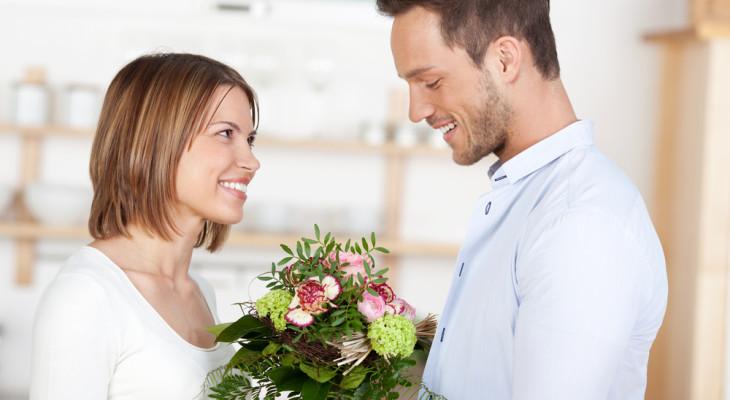 Подарки к четвертой годовщине: что дарить на льняную свадьбу?