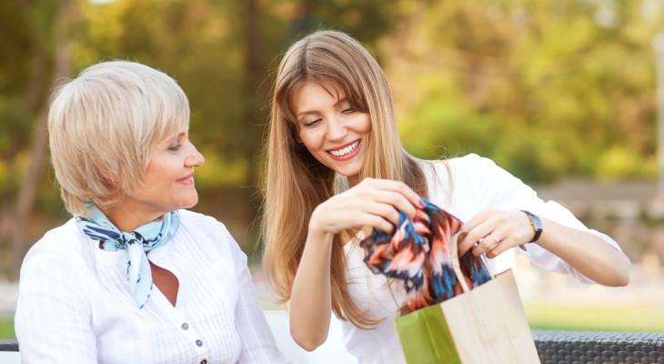 Подарок для мамы на 65-ти летний юбилей — 60 идей