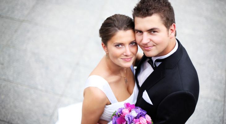 Как оригинально поздравить молодых с днем свадьбы и вручить подарки?