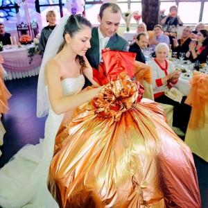 Что недорогое и оригинальное можно подарить на свадьбу?
