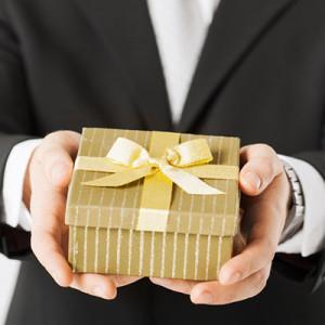 Подарок другу на свадьбу — 50 идей