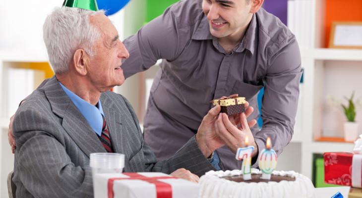 70-летний юбилей отца  – что ему подарить?