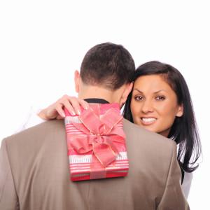 Подарок для девушки на 30-летие — 37 идей