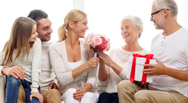 Что подарить бабушке?