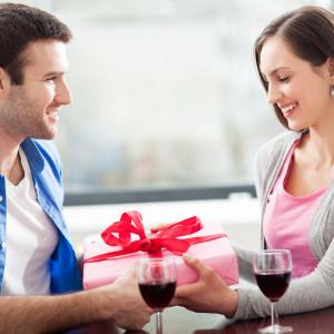 Идеи подарков для любимой девушки на 8 марта
