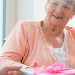 Что можно подарить бабушке на 90 летний юбилей?
