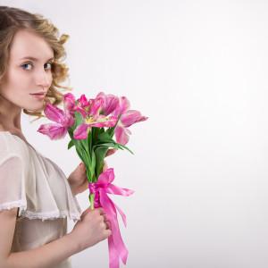 Что подарить любимой девушке на 18 лет?
