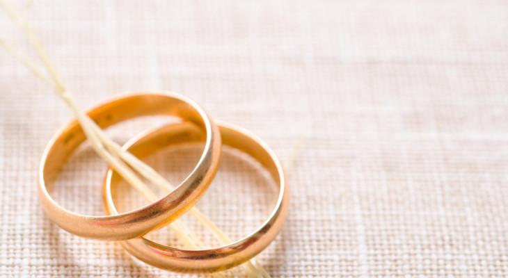 Что подарить на ситцевую свадьбу (первую годовщину)?