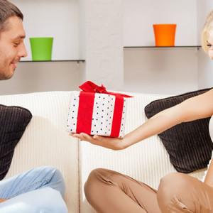 Что выбрать в подарок парню на третью годовщину отношений