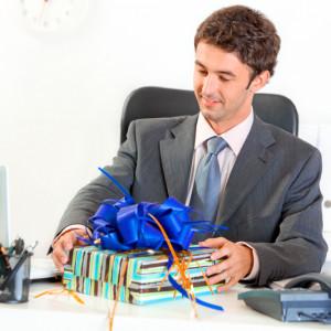 Как выбрать подарок начальнику на день рождения или именины