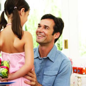 Идеи лучших подарков отцу от дочки на день рождения