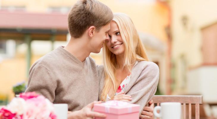 Подарок для девушки на полгода отношений — 55 идей