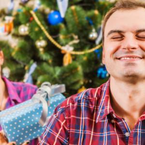 Подарок для мужа на Новый год — 55 идей