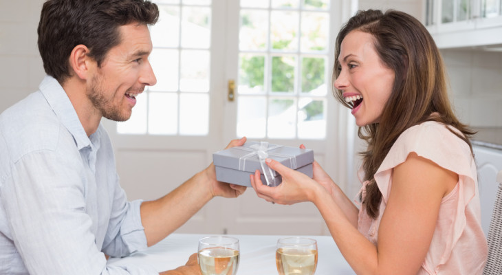 Подарок для жены на 35-летие — 35 идей