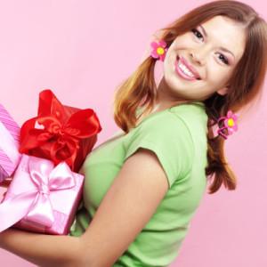 Подарок для девушки просто так (без повода) — 55 идей