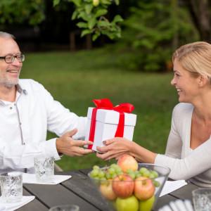 Подарок папе на 50-летие: выбираем с любовью