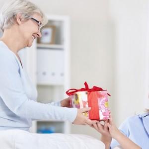 Идеи подарка для бабушки на Новый год