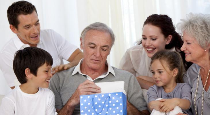 Какой подарок выбрать для дедушки на день рождения?