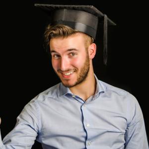 Идеи оригинальных подарков парню на защиту диплома