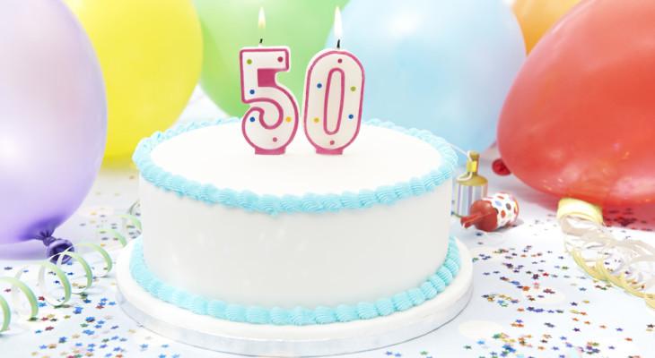 ТОП-55 идей для подарка маме на 50 лет