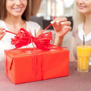 Какой подарок подарить подруге на 35-летие