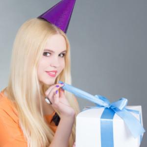 Подарок для девушки на 21 год — 55 идей