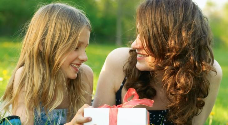Что подарить сестре?