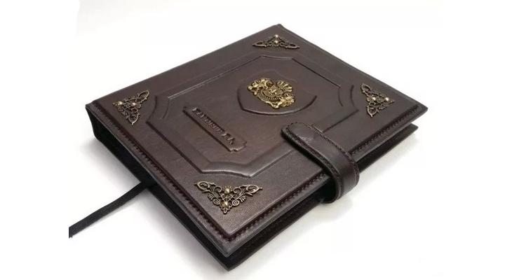 Ежедневник с именным тиснением на обложке