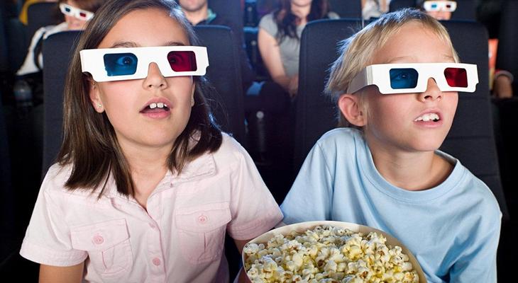 Билеты в кино на кассовый фильм или абонемент в кинотеатр