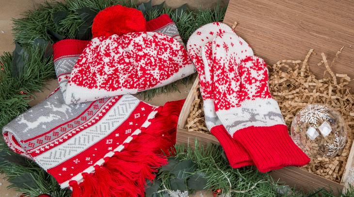Тёплый шарф с варежками или перчатками