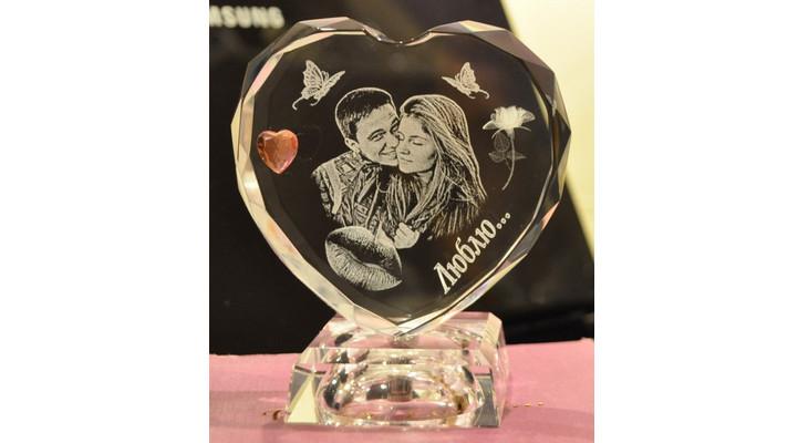 Кристалл-валентинка с лазерным фото