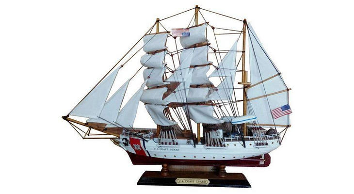 Подарочная модель корабля