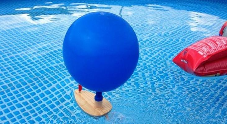 «Реактивная» лодка с шариком