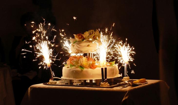 Торт с фонтаном