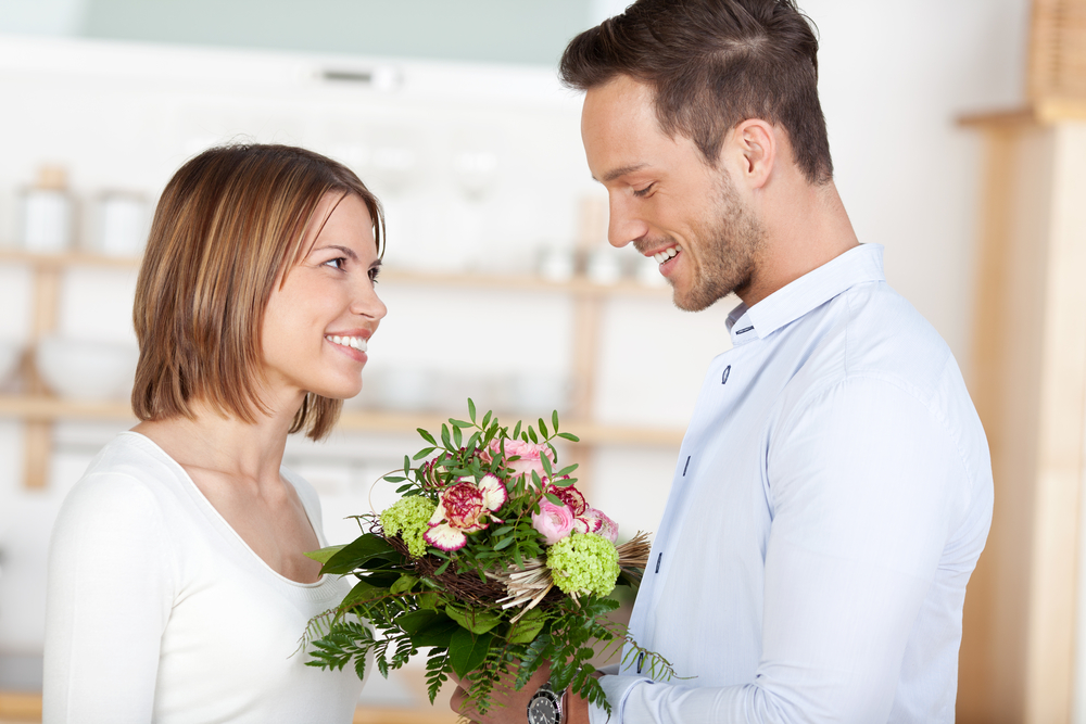 Что подарить жене на льняную свадьбу?