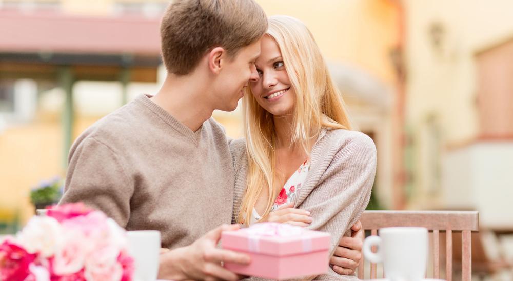 Что подарить девушке на год отношений идеи для любого случая