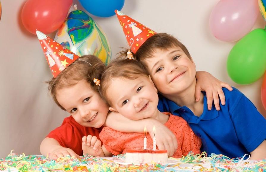 Что подарить дочке на 1-2 года: полезные и развивающие презенты на день рождения