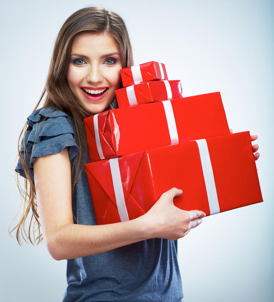 Девушки с подарками фото