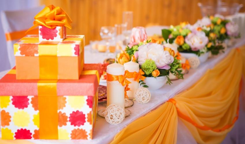 Что дарить на каменную (клубничную) годовщину (33 года свадьбы)
